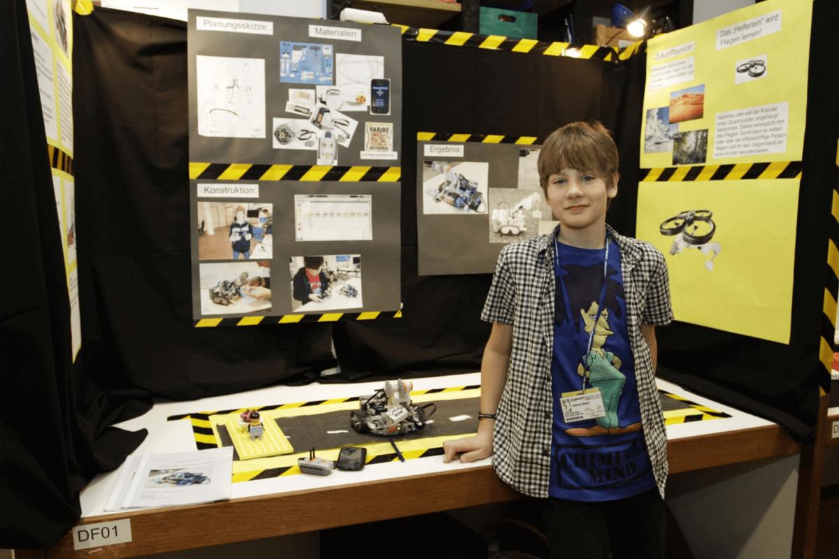 """Wettbewerb """"Schüler experimentieren""""; Thema """"Der Aufsammler - ein Roboter als Helferlein"""" Joshua belegte den 2. Platz im Bereich Technik."""
